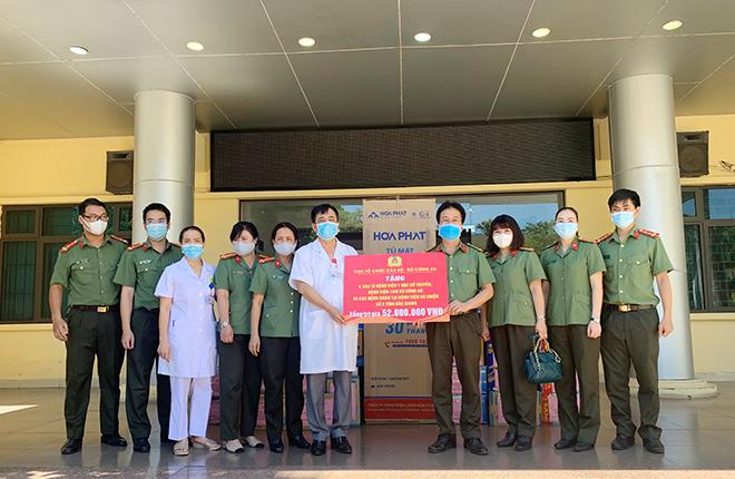 CBCS Cục Tổ chức cán bộ tiếp sức các y, bác sĩ BV Dã chiến số 2 Bắc Giang