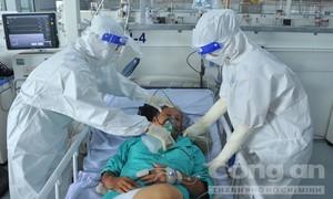Những hình ảnh xúc động bên trong Bệnh viện dã chiến Phước Lộc